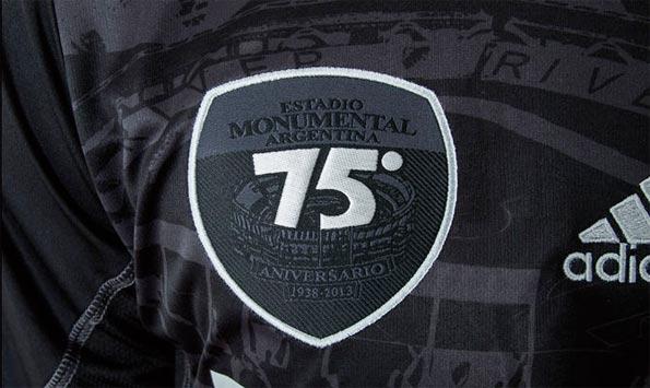 Stemma celebrativo 75 anni stadio Monumental
