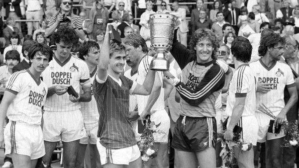 Colonia festeggia vittoria DFB Pokal 1982-83
