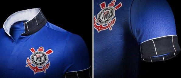 Risvolto colletto e maniche della terza maglia Nike del Corinthians 2013