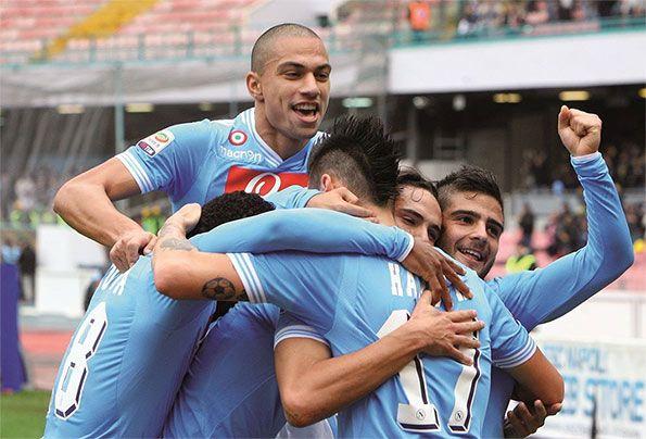 Il Napoli in festa dopo un gol