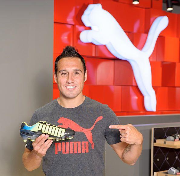 Santi Cazorla con le scarpe Puma evoSpeed