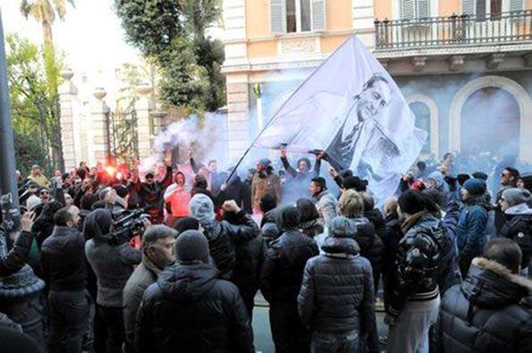 Corteo tifosi Ascoli bandiera Rozzi