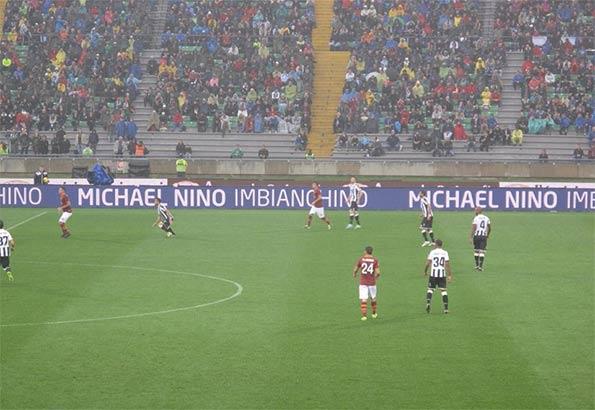 Cartelloni pubblicitari bordo campo Nino Imbianchino