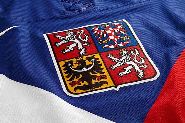 Lo stemma della Repubblica Ceca sul petto