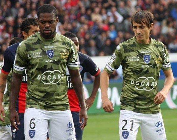 Maglia mimetica del Bastia contro il PSG