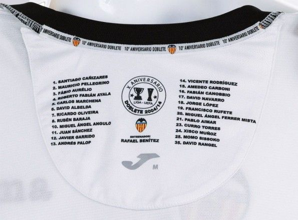 Rosa Valencia 2003-2004 riportata all'interno del colletto