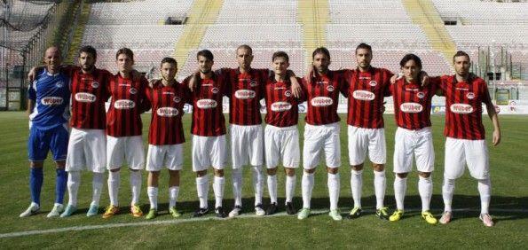 Kit Foggia 2013-14 pantaloncini bianchi