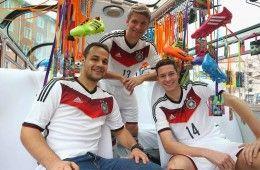Presentazione kit Germania 2014 in pullman
