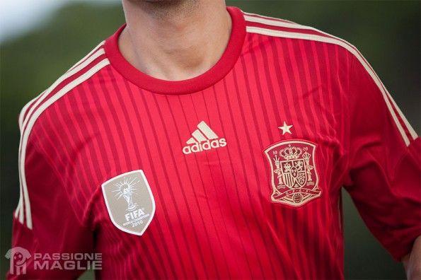 Dettaglio maglia Spagna 2014