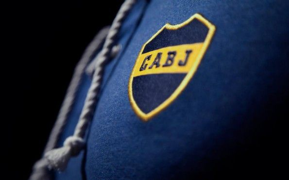 Boca Juniors maglia celebrativa 100 anni stemma