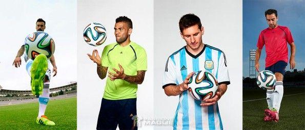 Lavezzi, Messi, Dani Alves e Xavi pallone Brazuca