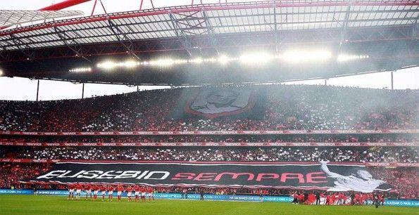 Coreografica Benfica per Eusébio