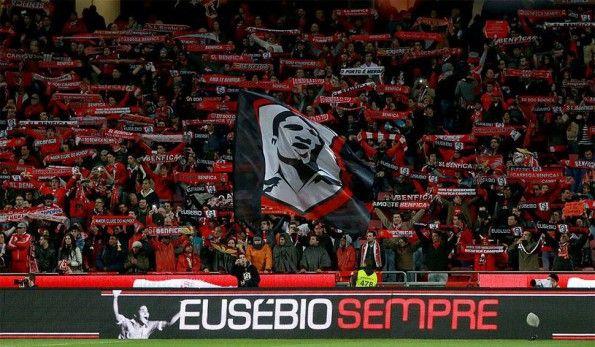 Tifosi Benfica coreografia Eusébio