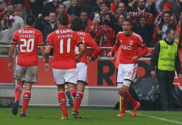 Calciatori Benfica dopo il gol al Porto