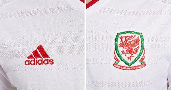 Dettagli maglia trasferta Galles 2014-15