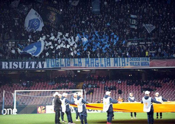Napoli, Stadio San Paolo, 2014, striscione dei tifosi, maglia azzurra
