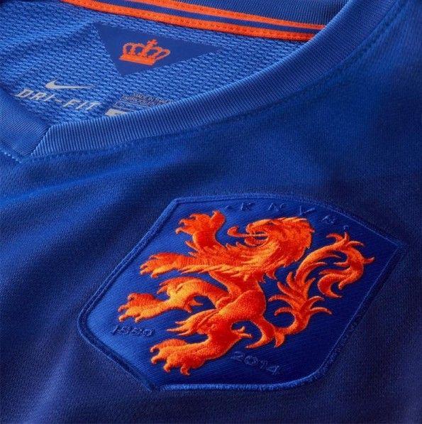 Dettaglio stemma leone Olanda maglia away 2014
