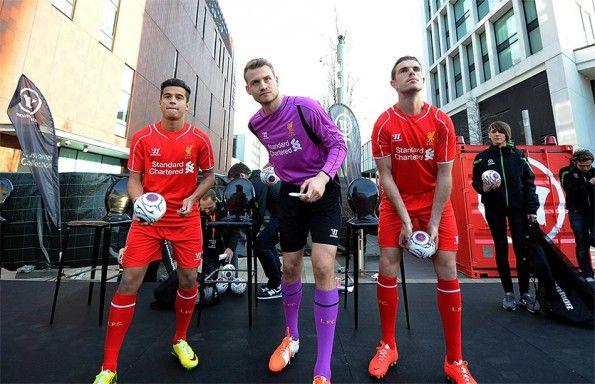 Lancio palloni ai tifosi del Liverpool