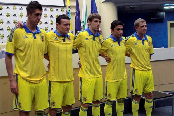 Kit Ucraina 2014-2016 adidas