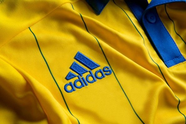 Logo adidas divisa Ucraina gialla 2014-16