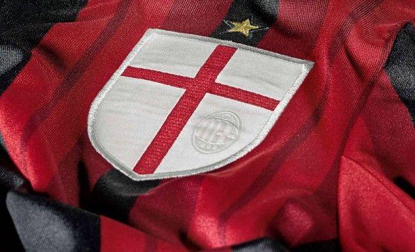 Dettaglio stemma Milano maglia home 14-15