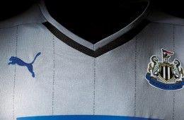 Dettaglio pinstripes maglia trasferta 2014-15 Newcastle