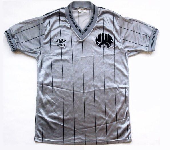 La maglia Umbro da trasferta del Newcastle 1983-1985