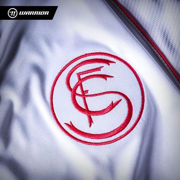 Siviglia 2014-2015, maglia home, stemma