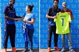 La consegna delle maglie azzurre a Balotelli e Buffon