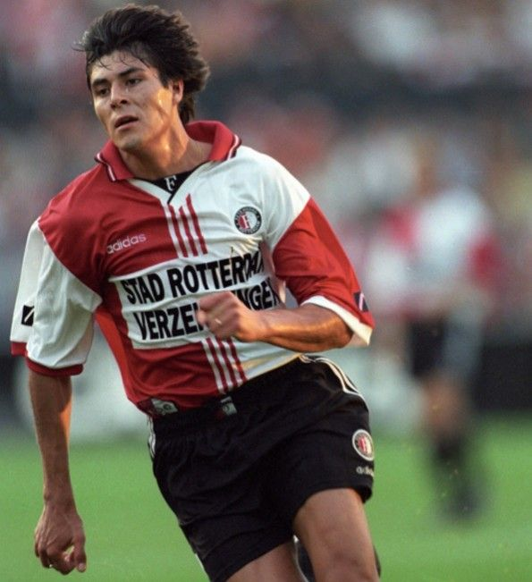 Julio Cruz con la divisa Feyenoord 1997-1998