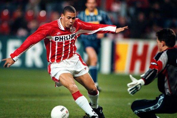 Ronaldo con la maglia del PSV Eindhoven