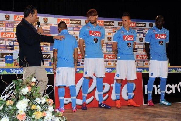Formisano illustra le divise del Napoli 2014-15