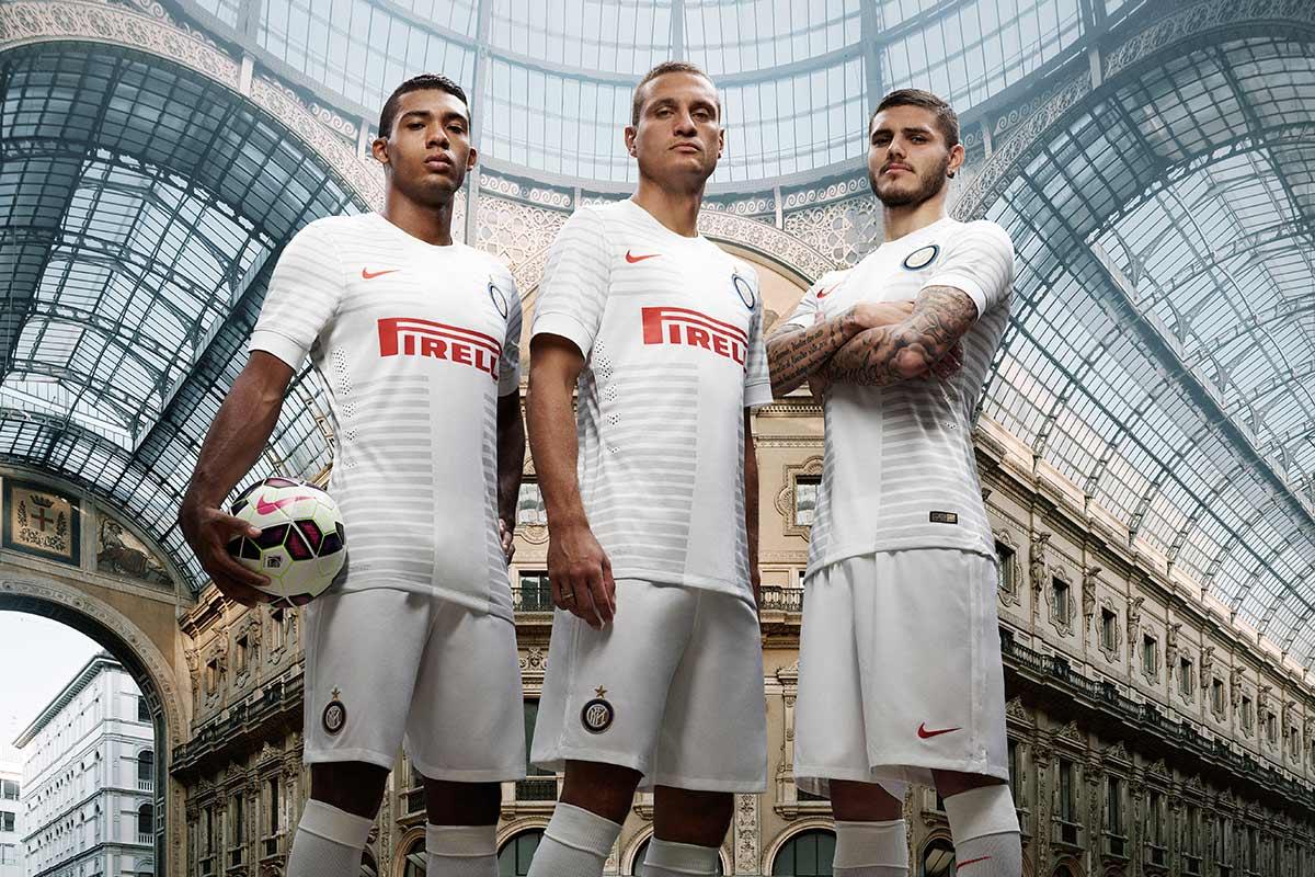 Seconda maglia Inter 2014-2015 con la croce di Milano