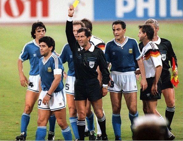 Maradona ammonito nella finale di Italia 90