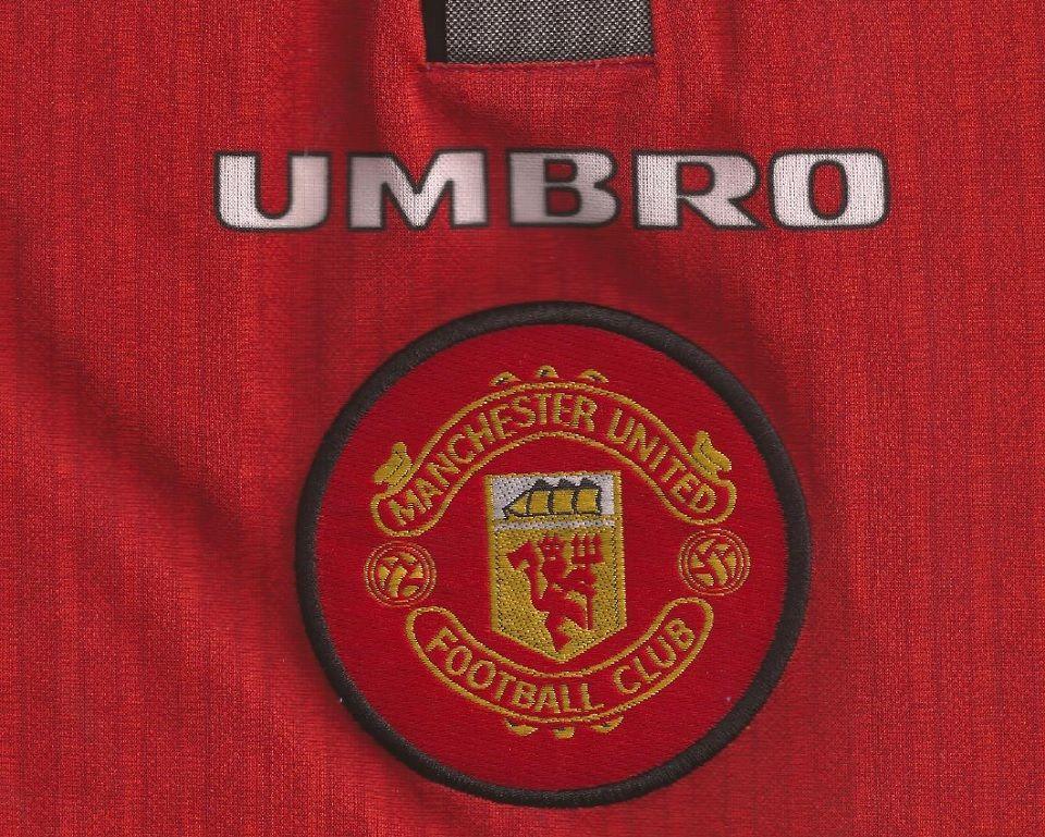 la maglia del manchester united dal 1996 al 1998 venerdi vintage manchester united dal 1996 al 1998