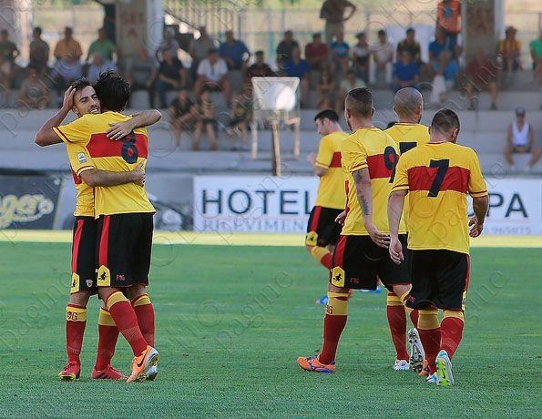 Benevento, home 2014-2015, retro e numeri