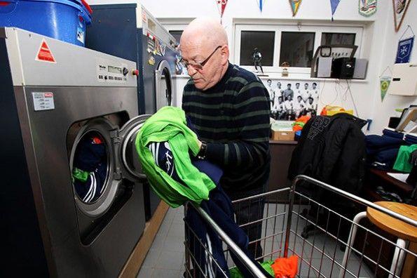 Il lavaggio del materiale della squadra in lavatrice
