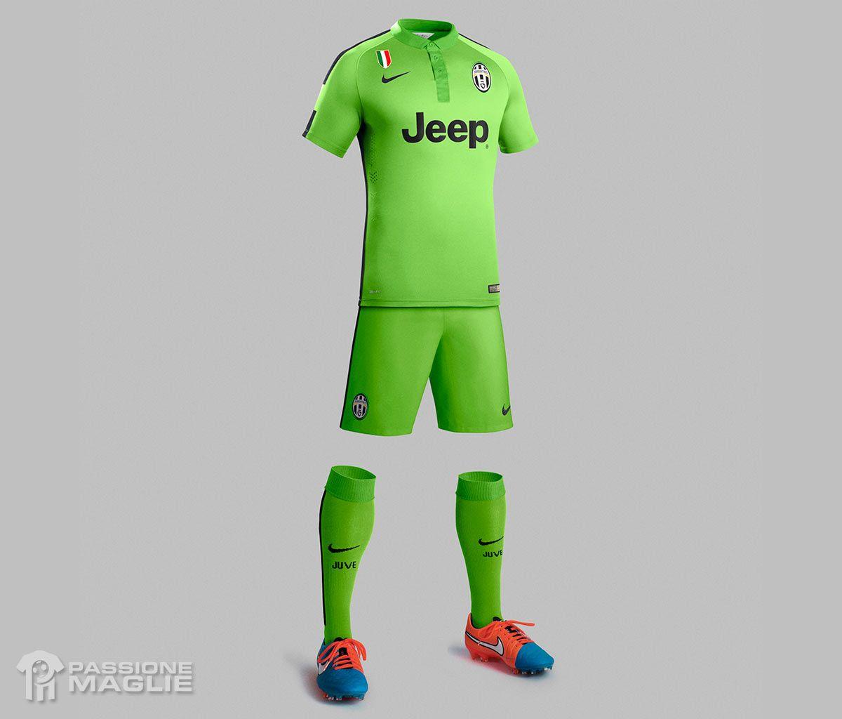 Due toni di verde per la terza maglia della Juventus 2014-2015