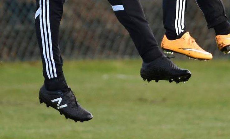 Fellaini prova le scarpe New Balance