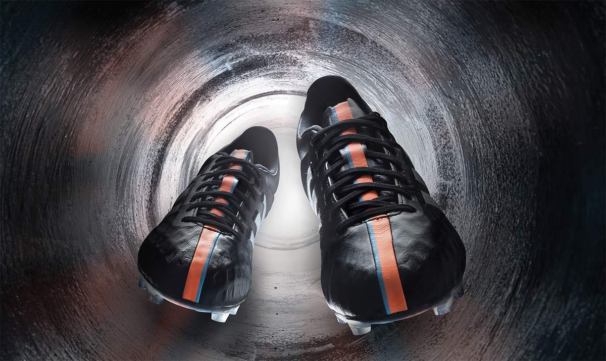 Le nuove scarpe 11pro adidas torna al classico look nero for Adidas che cambiano colore