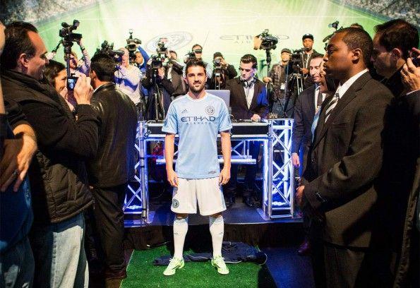 David Villa mostra la maglia del New York City FC