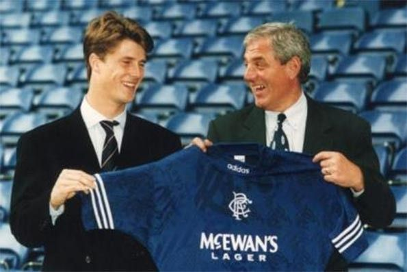 Brian Laudrup firma con i Rangers
