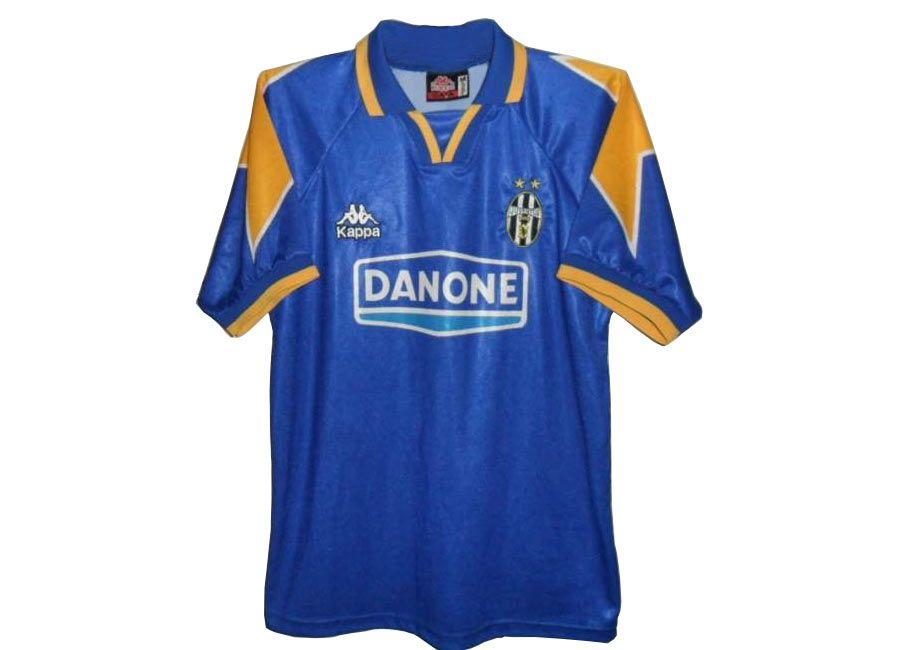 Le maglie della Juventus con le stelle dal 1994 al 2000
