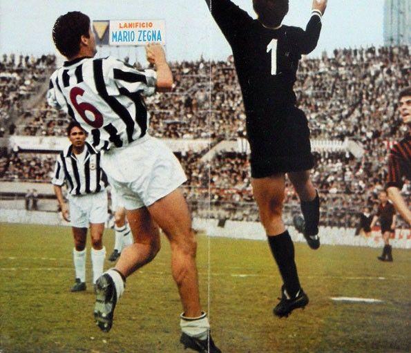 Juventus, numerazione di nuovo rossa. 1966