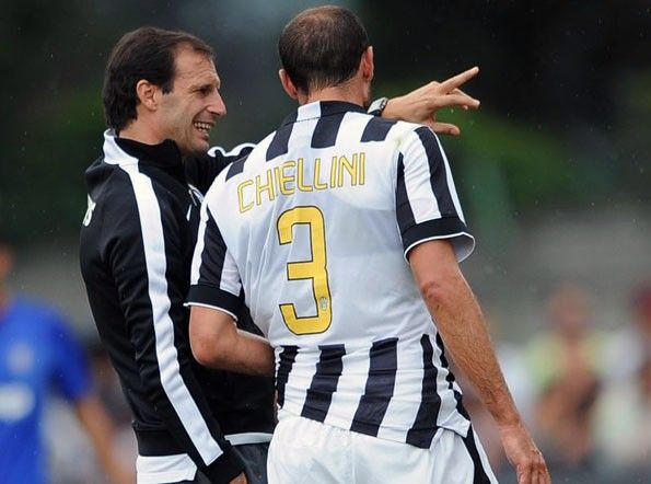 Numeri gialli illeggibili maglia Juventus 2014-15