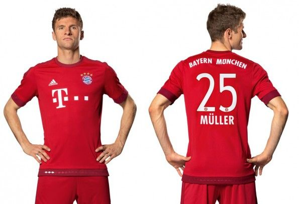 Thomas Muller con la maglia 2015-2016 del Bayern Monaco