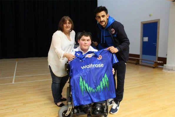 Ryan Duval con la sua maglia del Reading FC
