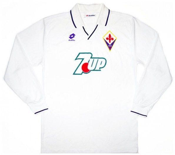 La maglia da trasferta della fiorentina 1992-1993 ripulita dalle svastiche