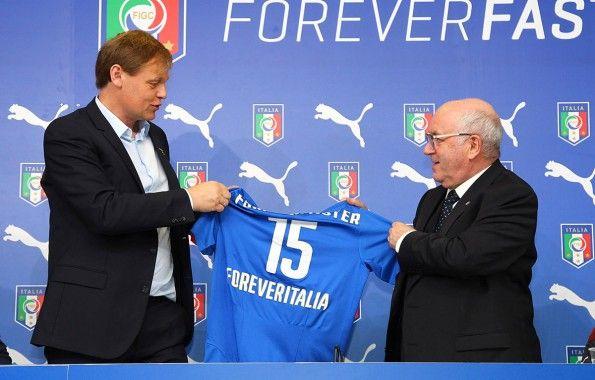Björn Gulden di Puma e Carlo Tavecchio della FIGC