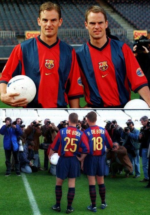 I gemelli De Boer con la divisa del Barcellona Nike 1998